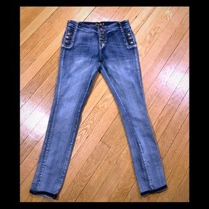 Denim - Juniors Gently used size 11 jeans 😊👖